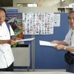 覚書を手に高木支部長(左)と岡田委員長